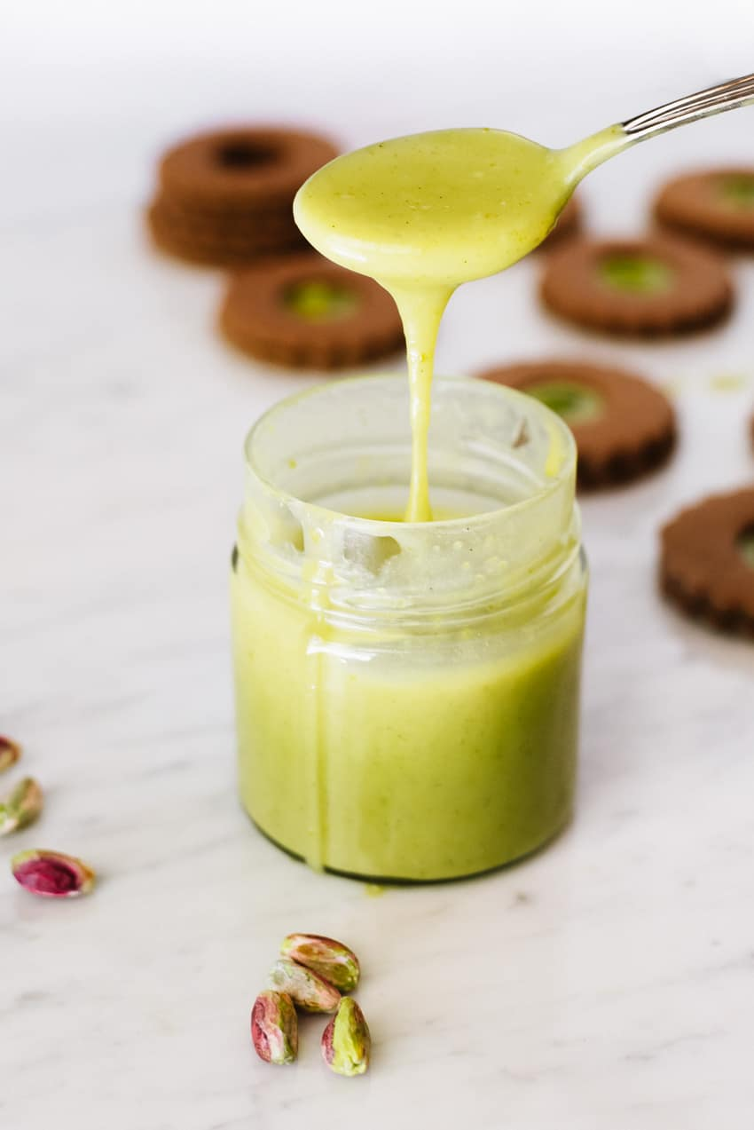 Velvety Pistachio Spread, also known as Nutella di Pistacchi| Very EATalian